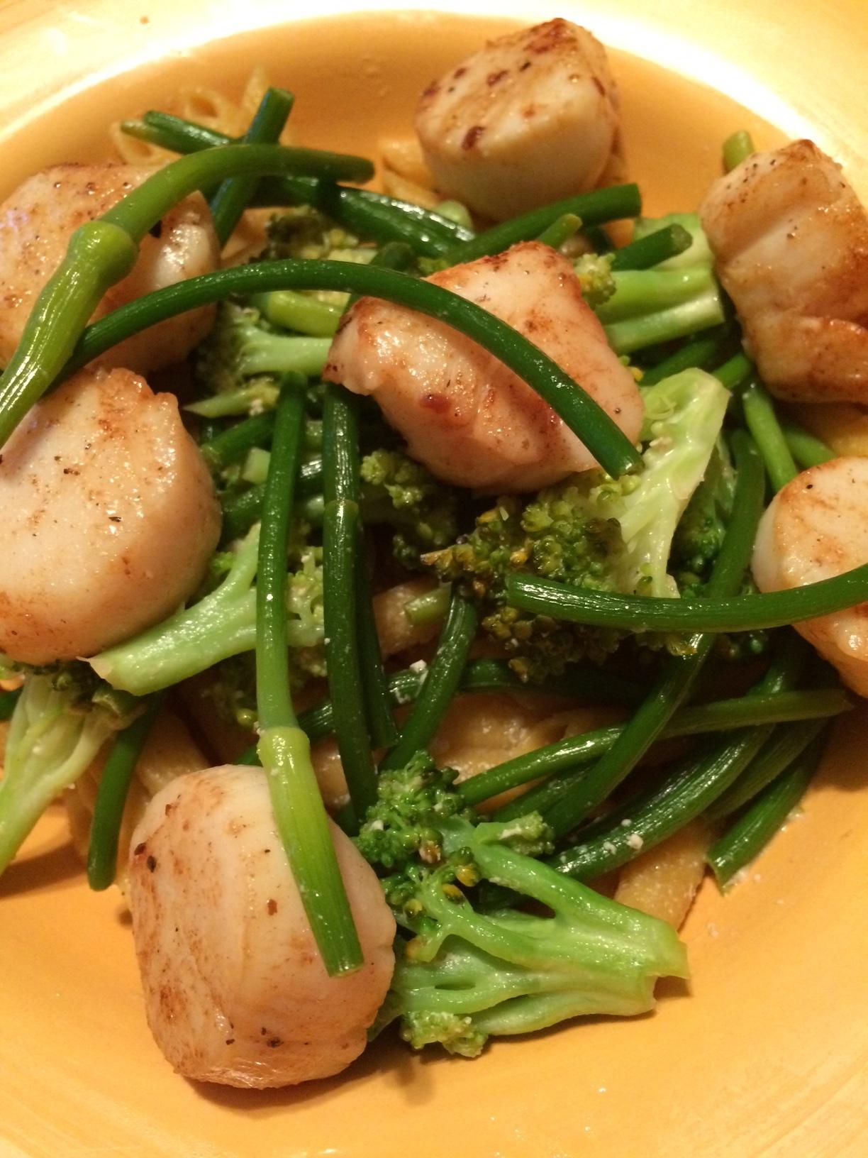 Pâtes aux pétoncles et àla fleur d'ail - Portions : 4Préparation : 25 minutes