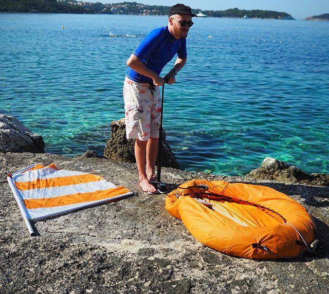Dingey Ringey. A ring and a sail. . . . #dingeyringey #dingey #ringey #dinghysailing #christophemachet #dinghy #ring #float #inflatables #beachy #orange #innertube #sailmaking #productdesign #toy #madeinfrance #holidays #toomuchsparetime #summerholidays #sailing #floating