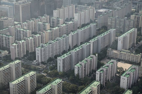 Korean Apartment Blocks    https://www.japantimes.co.jp/news/2013/09/17/asia-pacific/social-issues-asia-pacific/after-decades-of-growth-south-korea-is-now-a-land-full-of-apartments/#.XKSFARMzaHo