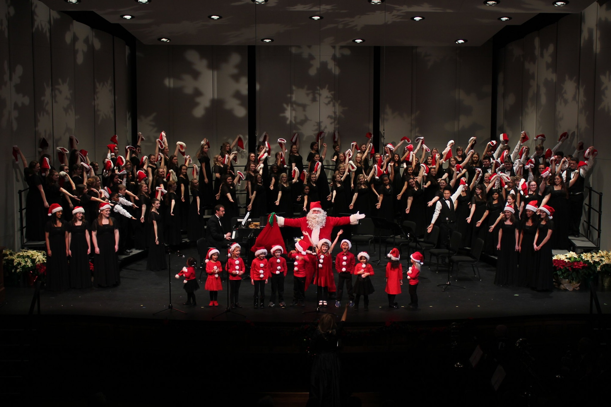 2019 Holiday Concert - Sunday, December 8th at 1:30 and 4:00 PM at Shaftman Performance Hall at the Jefferson Center in Roanoke, VA.This is the 33rd Annual Holiday Concert of the Roanoke Valley Children's Choir!Children ages 8-18 work all semester to become one beautiful voice in this annual Holiday Concert. They put on a show!Repertoire will include traditional, classical and lighthearted holiday music.