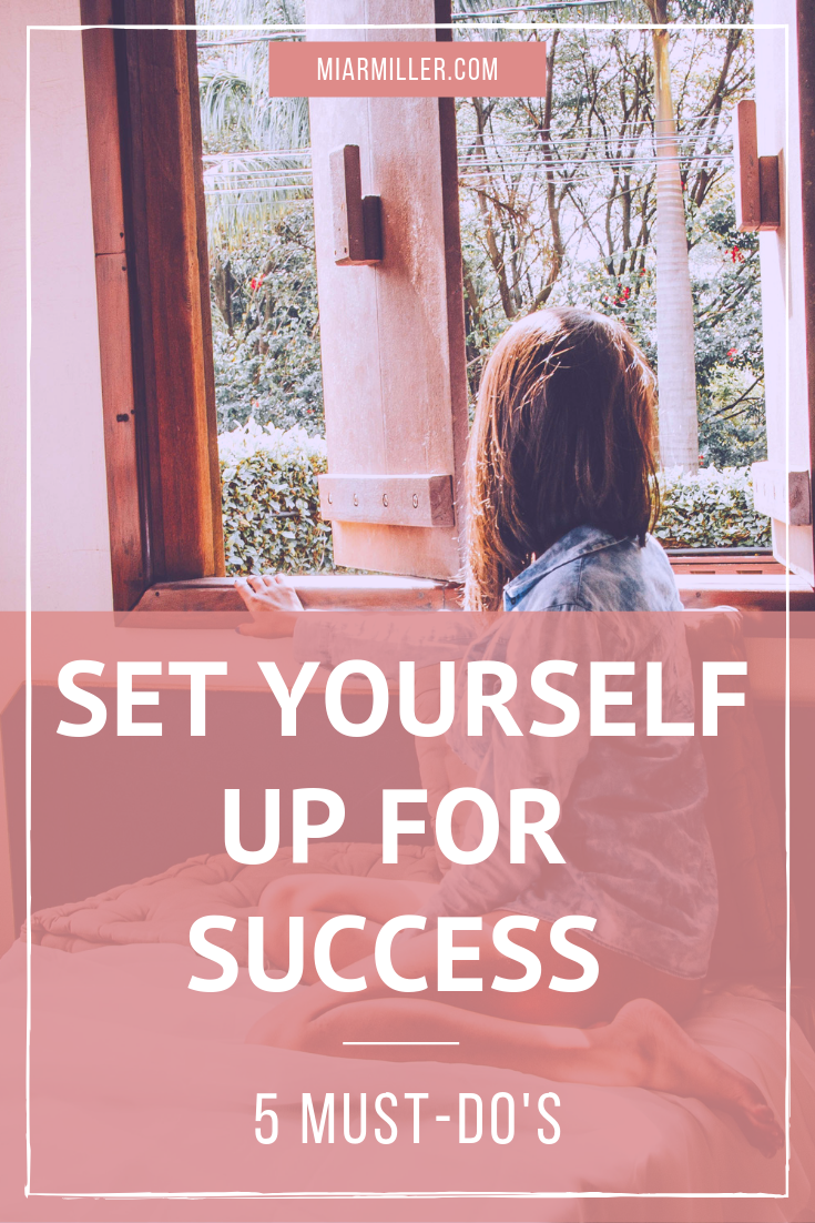 The way you start your morning sets the tone for the rest of the day. That's why it's important to set yourself up for success with an effective morning routine! Keep reading to learn about the 5 daily habits that will set you up for success. | Mindset and Personal Development Coach | Beflourished.com Blog