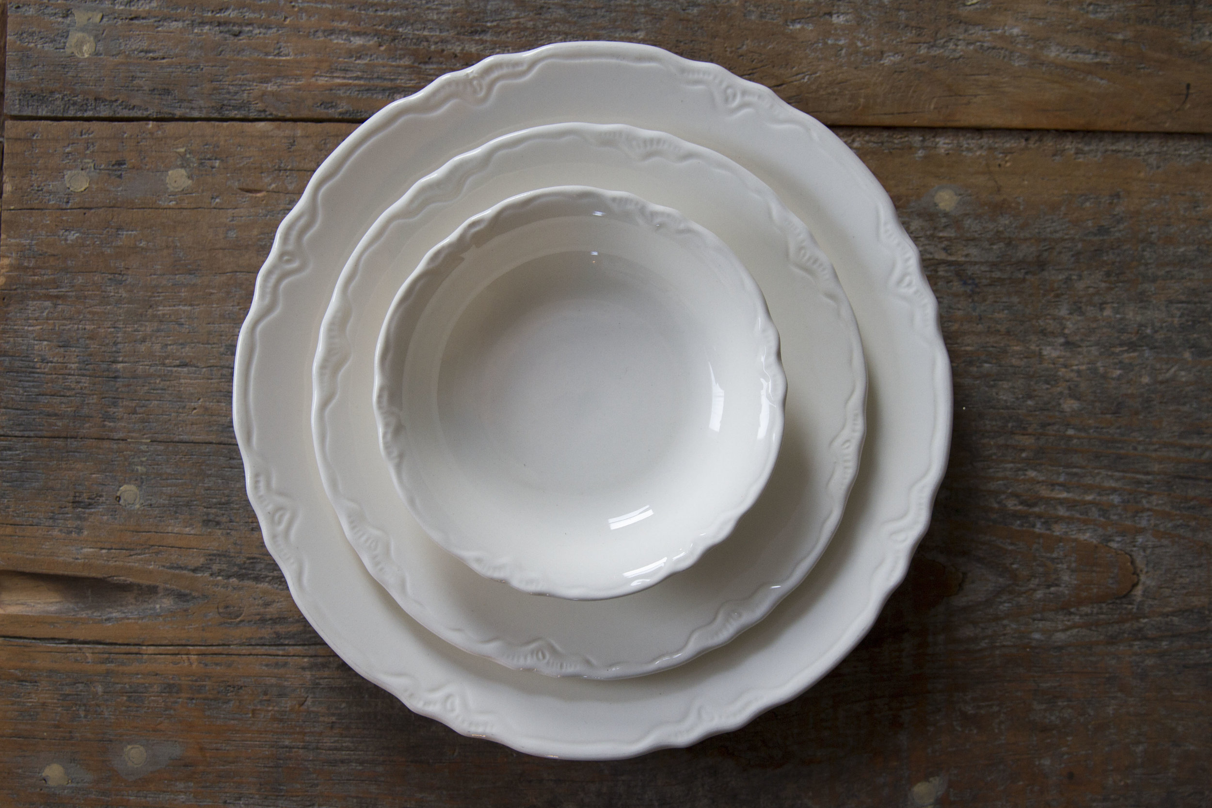 Quantity: 18 Large Plates, 10 Small Plates, 10 Small Bowls  Price: $2 each piece