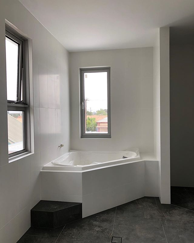 Green Street, Brompton bathrooms coming along nicely ☺️🛁 #bathtub #soak #bathroom