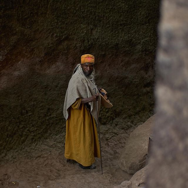 You've got the look! #lalibela #ethiopia #gvfoto #solborgfhs #grinlikeadog #wanderaimlessly #africa #africanportraits #orthodoxmunk