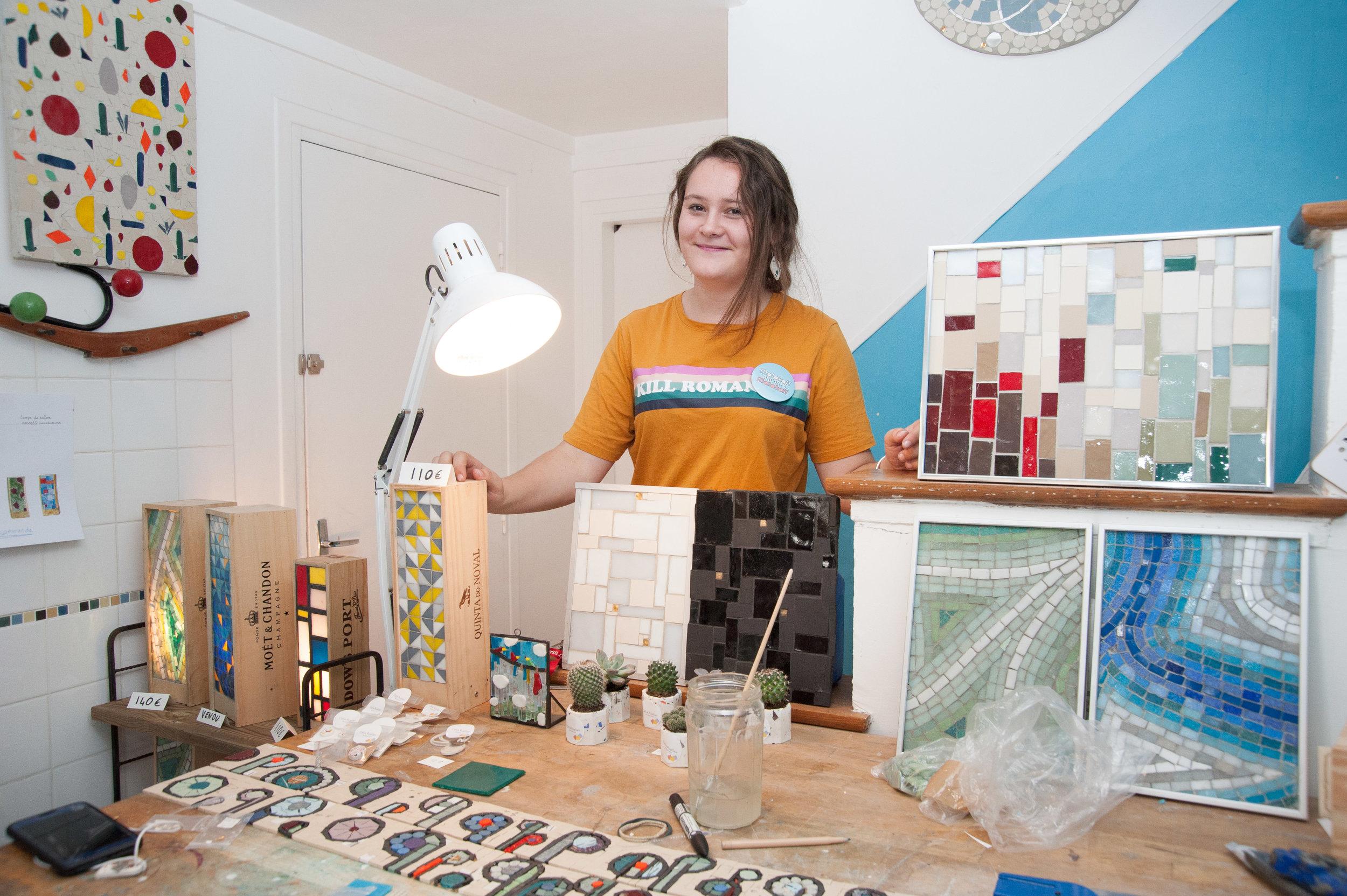 Célia, artisane mosaïste est l'entrepreneure invitée de La Vraie Dose 64 : l'entrepreneuriat et le couple : lettre à mon co-fondateur de l'ombre