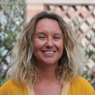 Lara alias Lara Happy Yoga est l'entrepreneure de la vraie vie invitée cette semaine dans La Vraie Dose