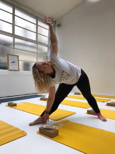 Lara alias Lara Happy Yoga est professeure indépendante de yoga pour les particuliers et les entreprises ainsi que sophrologue ou encore instructrice en cohérence cardiaque