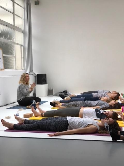 """Lara Happy Yoga a choisi d'aborder un sujet avec la LVD family """"Comment j'applique les principes du yoga à mon aventure entrepreneuriale ?"""""""
