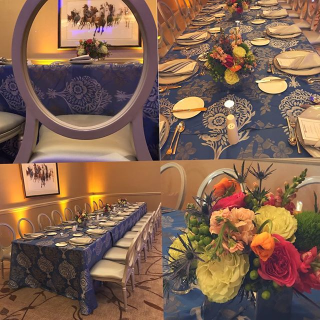 Classic blue & white tablescape for corporate dinner @salamanderresort with lovely blooms by @petalsandhedges #corporateevents #blueandwhitedecor #loveloudoun #salamanderresort #osborneevents #middleburg #nova #novaevents #loudouncounty #loudounbiz