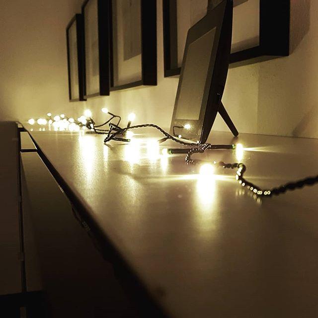 Stimmung. . . . #inspace_by_engelmann #oldenburg #musstesein #weihnachtenstehtvordertür #markenarchitektur #diesusi👩 #dieswanja👧#derfrank🧑#interiordesign #licht