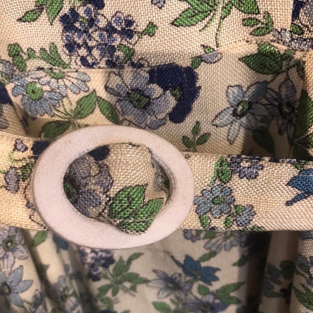 Vintage 1940/'s green floral hand embroidered linen Transylvanian peasant dress  folk art