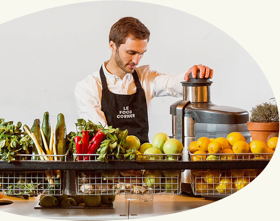 Le Jus et vous - Le Jus - Paris est un bar à jus qui réalise des jus frais, pressés à la demande. Nous adaptons nos recettes à chacun. Plus ou moins de gingembre, de citron… Tout est possible, goûtez au sur-mesure!