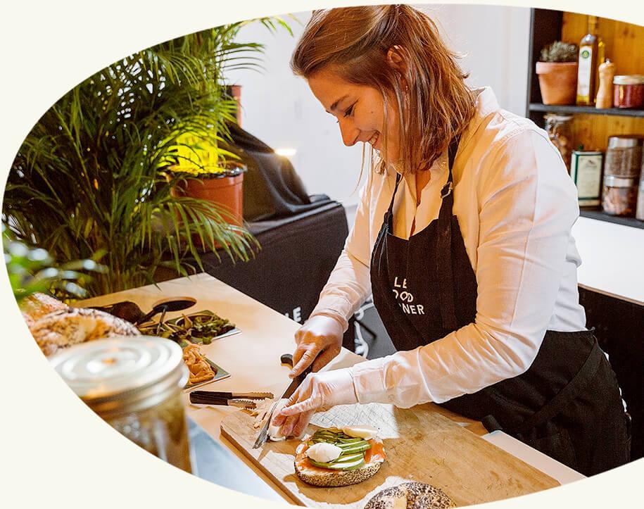 Des produits frais - Bienvenue à Brooklyn : tzatziki, saumon, avocat, concombre, citron et ciboulette préparés sous vos yeux pour des sandwichs à partager ultra frais. Découvrez nos quatre autres recettes qui plairont à vos convives.
