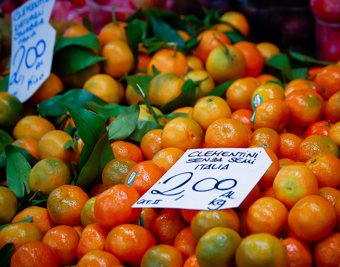 © 2010 SuZan Alexander.   Farmers Market: Oh My Darlin' Clementini  . Digital Photography