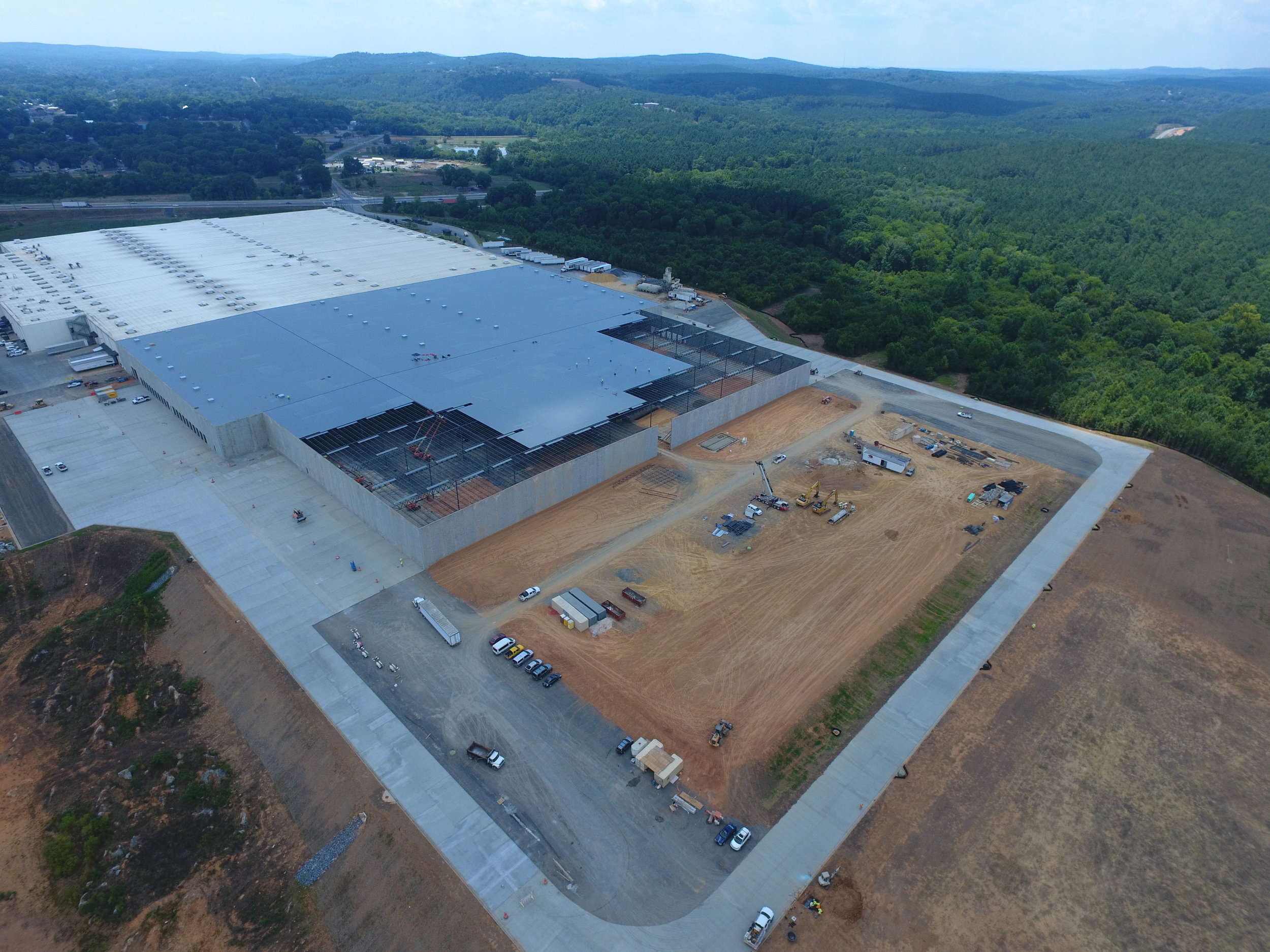 Shaw Industries - T1 Plant   We are currently underway on a 500,000 square foot expansion of the Shaw T1 Plant in Adairsville, GA.