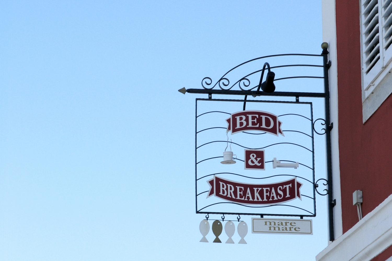 full-bed-breakfast-mm-signage.jpg