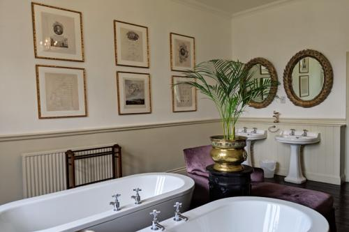 huntsham-court-douglas-bathroom-720-img_20190131_112347a.jpg