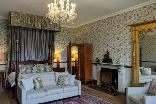 huntsham-court-douglas-bedroom-720-img_20190131_112032a.jpg