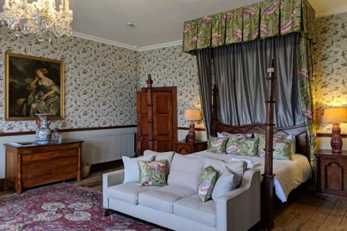 huntsham-court-dougls-bedroom-720-img_20190131_112055a.jpg