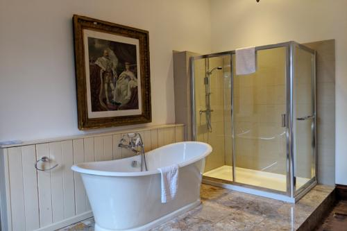 huntsham-court-flower-room-bathroom-720-img_20190131_112918a.jpg