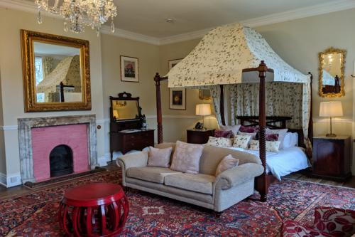 huntsham-court-flower-room-bedroom-720-img_20190131_113002a.jpg