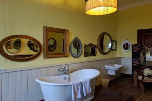 huntsham-court-monica-bathroom-720-mvimg_20190131_113847a.jpg