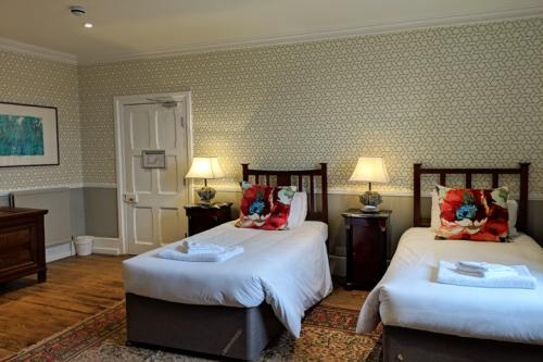 huntsham-court-baroness-bedroom-720-img_20190131_121148a.jpg