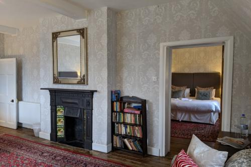 huntsham-court-duke-bedroom-720-img_20190131_123003a.jpg