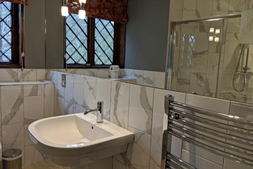 huntsham-court-broughton-bathroom-720-mvimg_20190131_123522a.jpg
