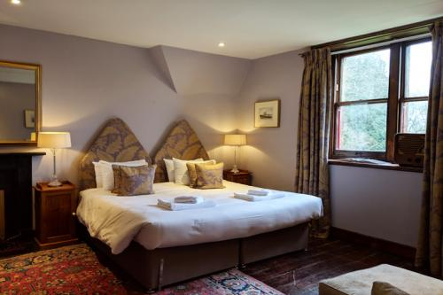 huntsham-court-tidswell-bedroom-720-mvimg_20190131_125427a.jpg