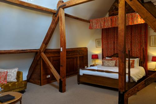 huntsham-court-purdey-bedroom-720-img_20190131_130955a.jpg
