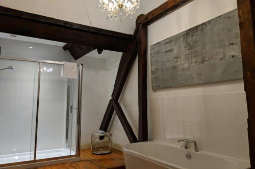 huntsham-court-peanut-bathroom-720-img_20190131_143824a_0.jpg