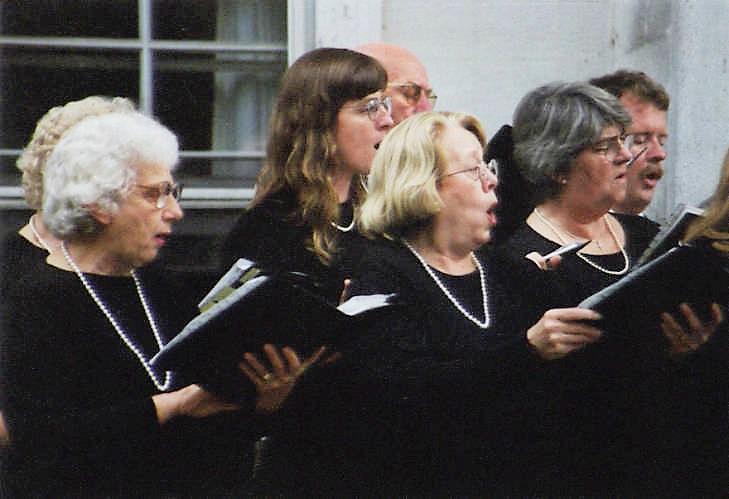 East Hampton Choral Society - Ann Roarick (center)