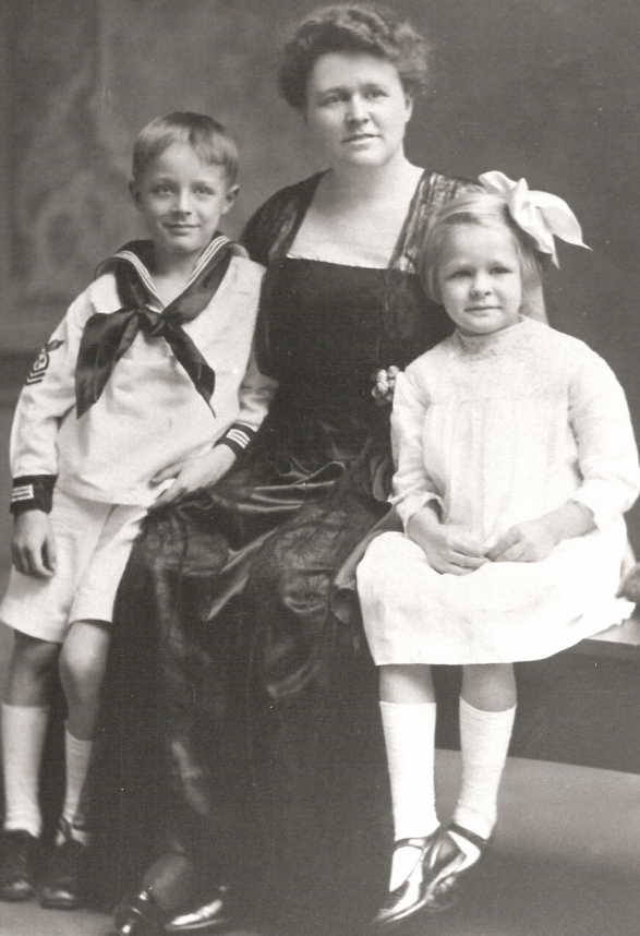 Anna Harkness with two youngest children Lawrence & Evelyn