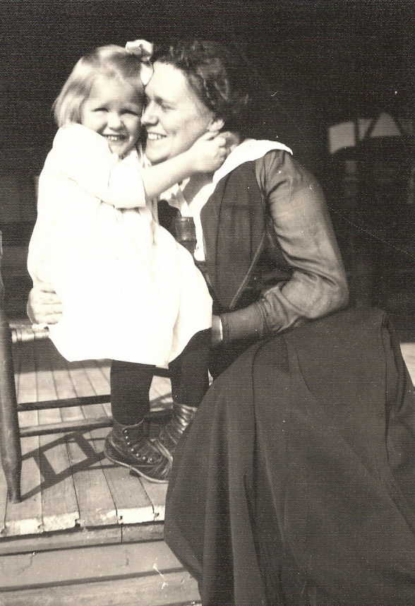 Anna Rust Harkness and daughter Evelyn