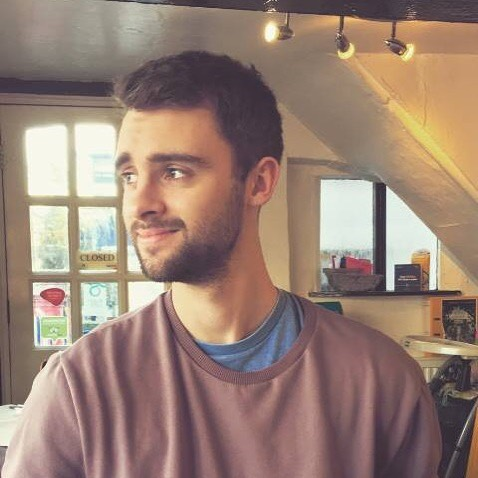 Meet Louis! Acontent #strategist and writer from the UK. He handles all kinds of #content from blog posts and nurture emails to #webcopy, and newsletters. Read more about him in our #ArtistCorner. Link in Bio.