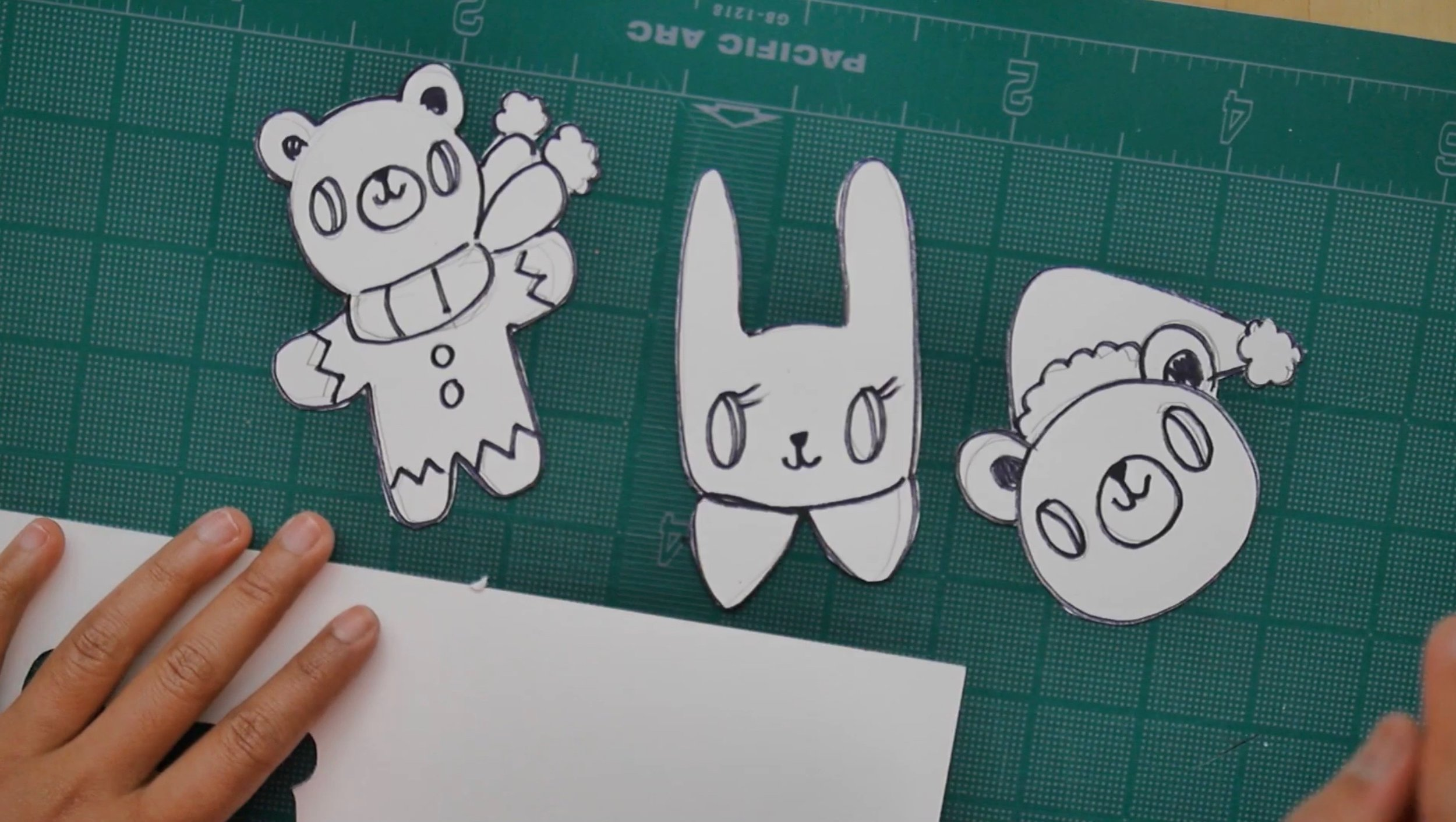 First I drew the design of my ornaments on cardstock paper and cut them with an X-acto knife.