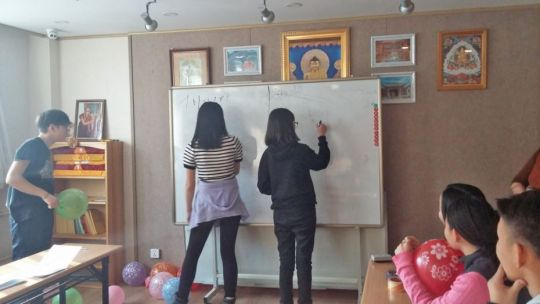 Students playing games together and practicing their English, Ulaanbaatar, Mongolia, January 2018. Photo by Altangerel Tumurtogoo.