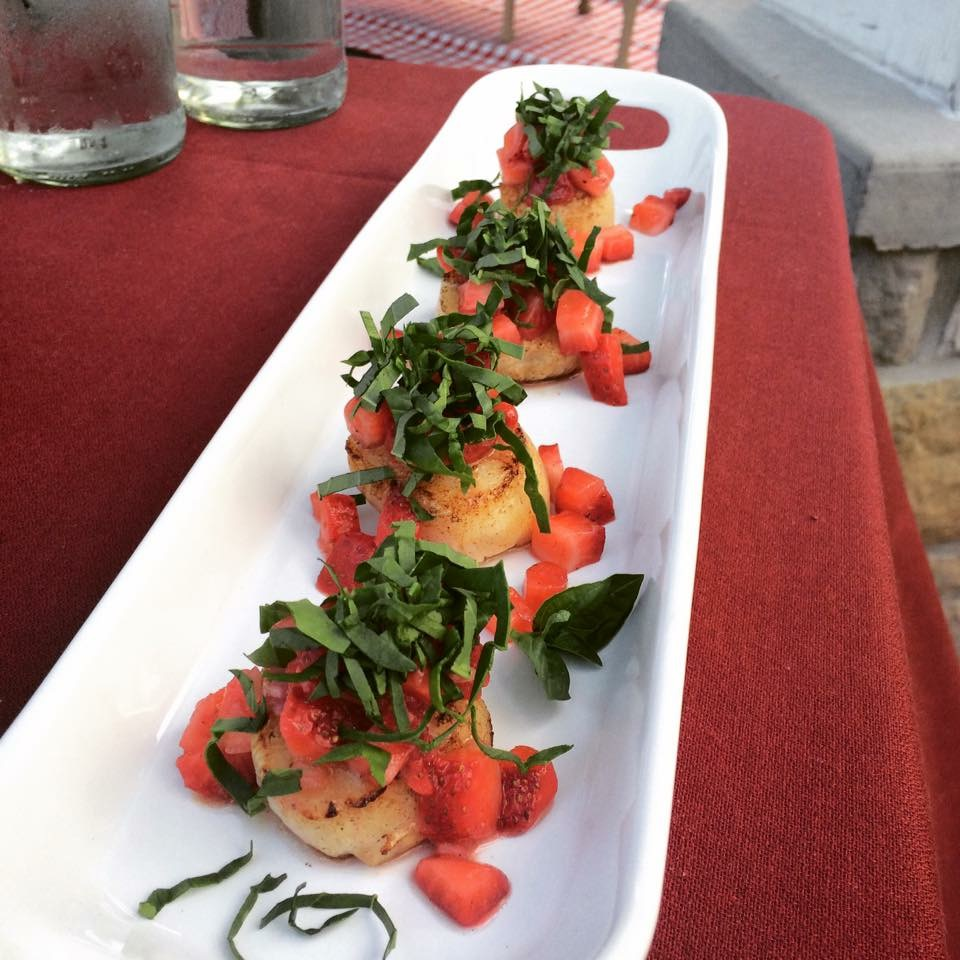 Scallops with Strawberry Salsa