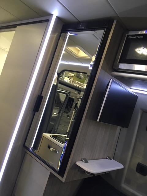 Mirrored fridge / freezer