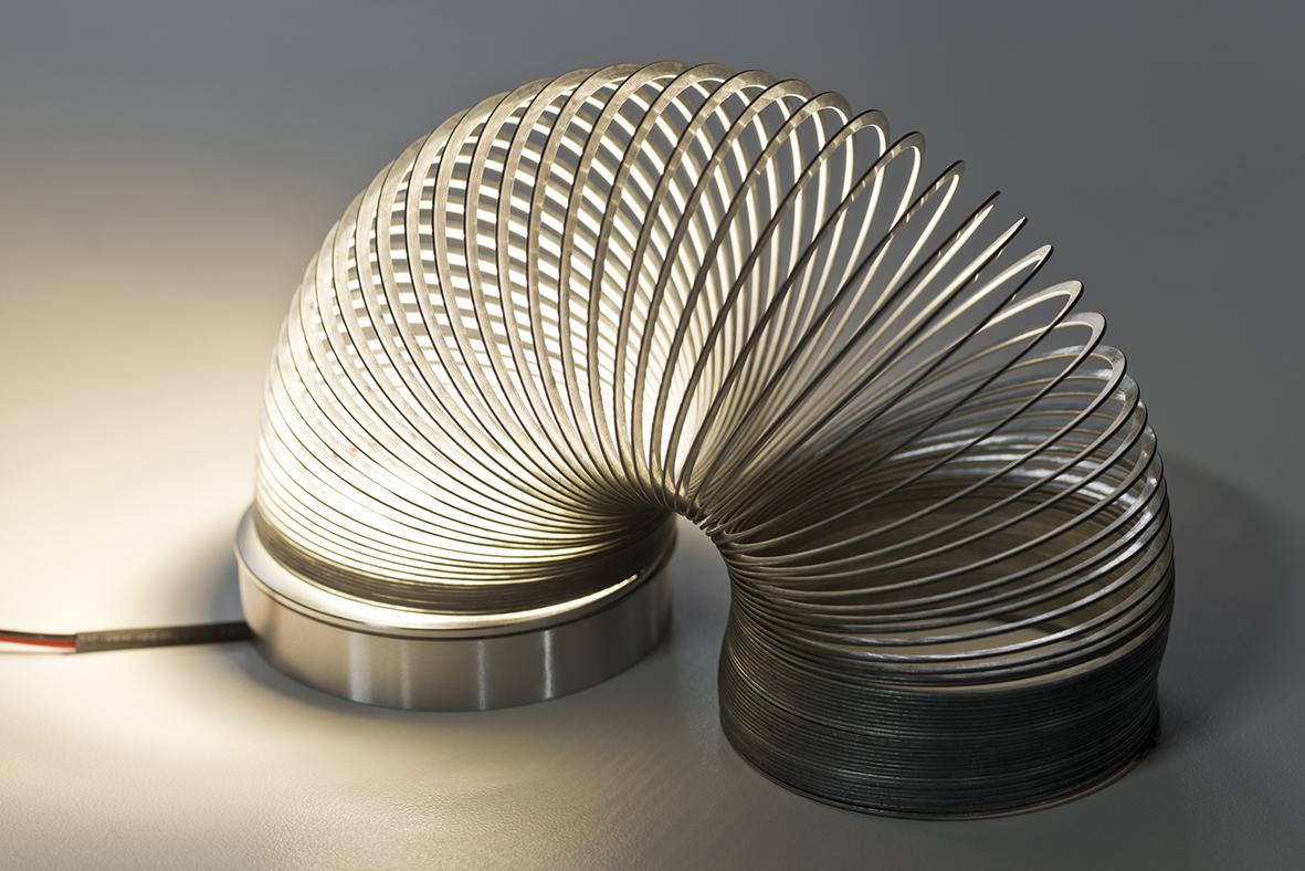 luis-pons-design-slinky-lamp_1.jpg