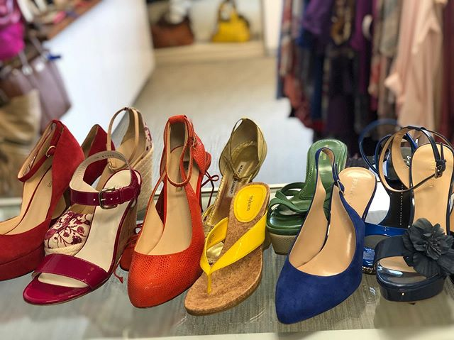Every color of the rainbow 🌈  #urbanrenewalconsign #marietta #mariettasquare #shopgreen19 #atlstyle #atlantastyle #atlconsignment #shoplocal #shopsmall #shopmycloset #fashion#fashionista #fashionblogger #clothes #style #styleinspo #ootd #gucci #manoloblahnik