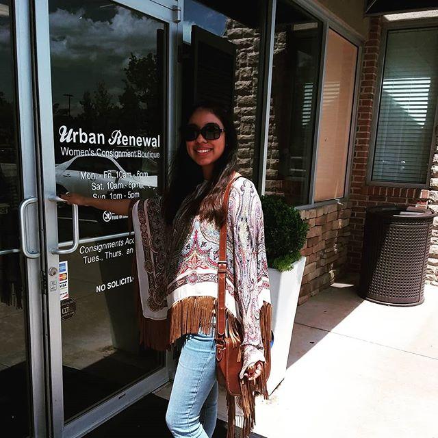 Panchos can be cutr too🌞  Furla sunglasses $34.99 No design pancho $29.99 No design purse $19.99  #urbanrenewalconsign #marietta #mariettasquare #shopgreen19 #atlconsignment #ootd #fashionista