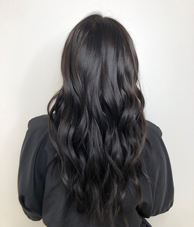 Who said you have to go lighter for summer? 💁🏻‍♀️Check out this gorgeous transformation done by @ash.hood.hair from our downtown salon. Call 604.687.8806 to book!