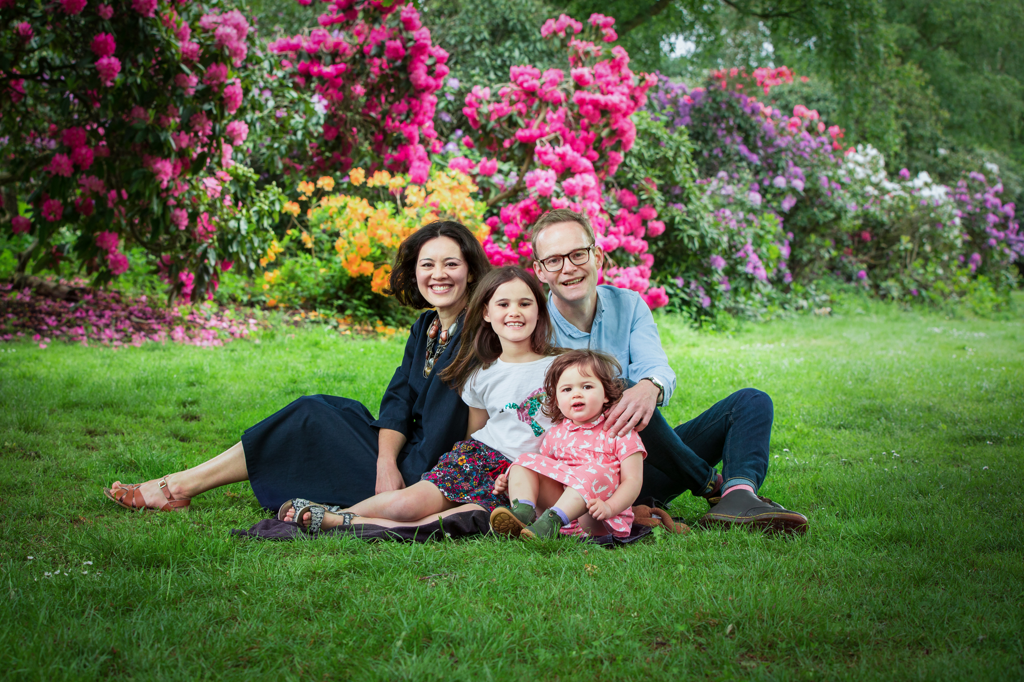 Family photography session amongst the rhododendrons in Dulwich Park