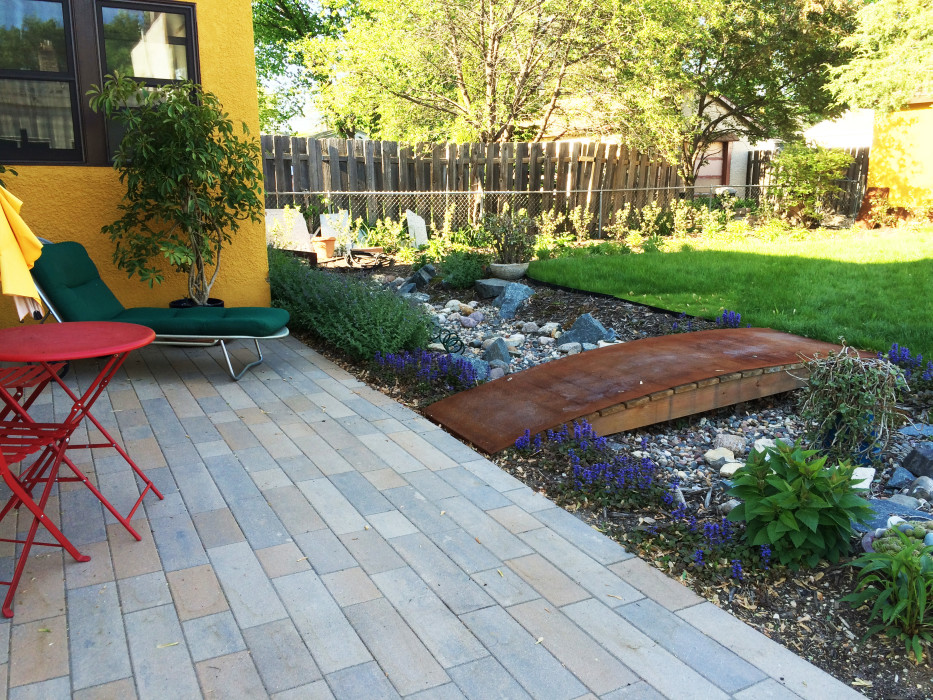 Rinn Patio & Dry River Bed -