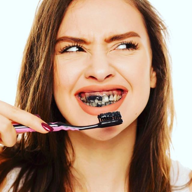 Have you tried the charcoal toothpaste craze? Don't! ❎ ▪️ The charcoal can be abrasive on teeth and cause damage to your enamel. 😧 ▪️ Stick to whitening toothpastes such as @crest 3D—my fav! Check it out at bit.ly/crest3dtoothpaste 🦷