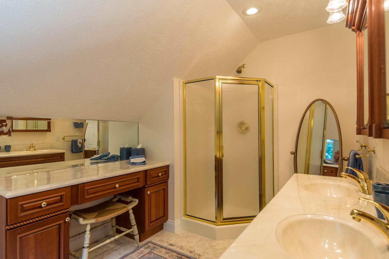 5600 Nathan Way Bloomington IN-large-036-29-Bathroom-1500x1000-72dpi.jpg