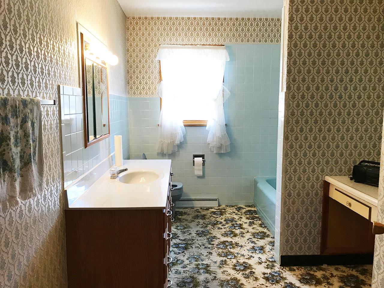 11_Bath1_1.jpg