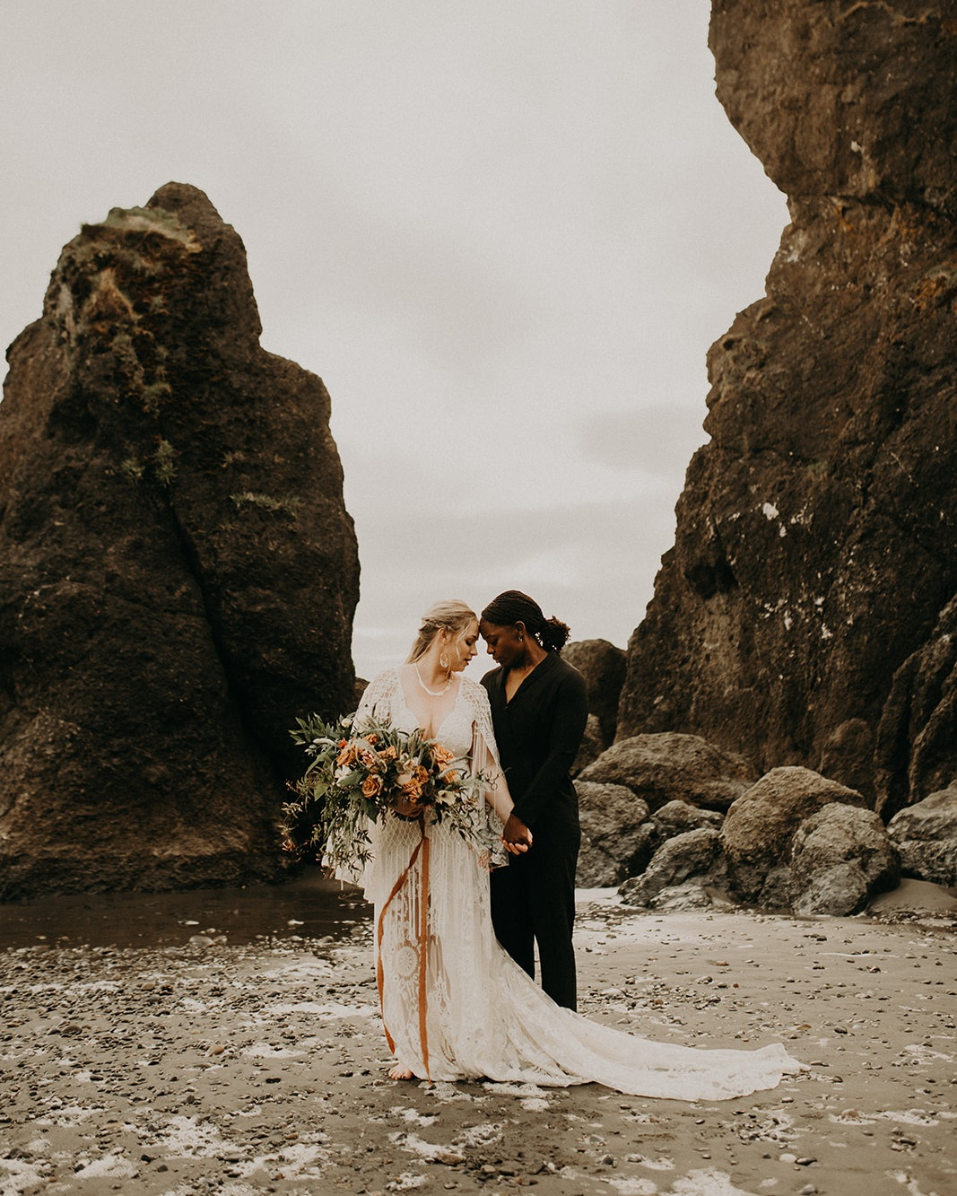 Ruby_Beach_Styled_Elopement_-_Run_Away_with_Me_Elopement_Collective_-_Kamra_Fuller_Photography_-_First_Look-67.jpg